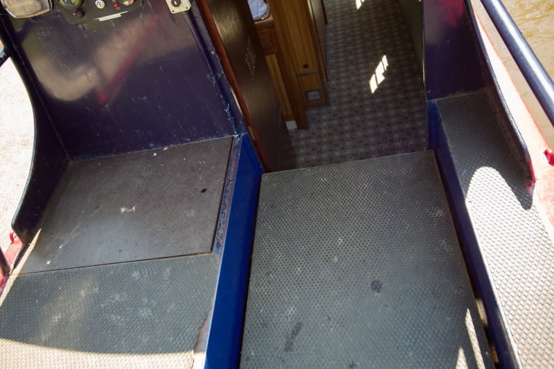 wheelchair accessible narrow boat holiday
